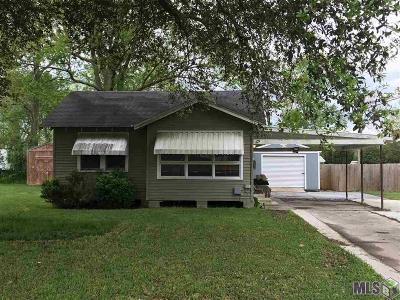 Donaldsonville Single Family Home For Sale: 105 River Oaks Dr