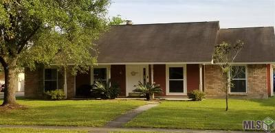 Baton Rouge Single Family Home For Sale: 15722 Woodwick Ave