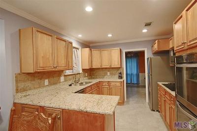 Baton Rouge Single Family Home For Sale: 12377 Buckingham Ave