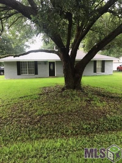 Greenwell Springs Single Family Home For Sale: 17139 Chickasaw Dr