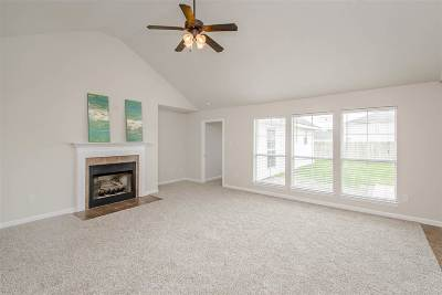 Darrow Single Family Home For Sale: 40367 Kipling Dr