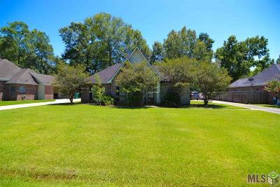 Denham Springs Single Family Home For Sale: 8098 Versailles Dr