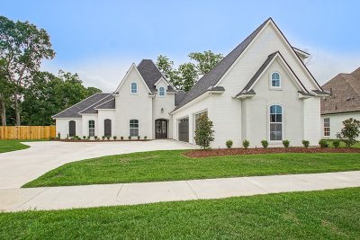 Baton Rouge Single Family Home For Sale: 18219 Woodland Cove Dr