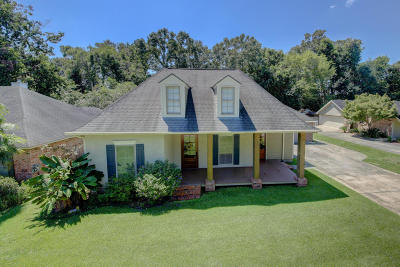 Carencro  Single Family Home For Sale: 203 Red Barn Drive