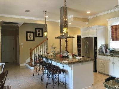 Single Family Home For Sale: 106 Oak Terrace