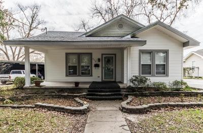 Crowley Single Family Home Active/Contingent: 615 N Avenue J