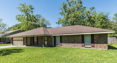 Lafayette Parish Single Family Home For Sale: 104 Oak Coulee Drive