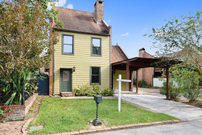 Lafayette Single Family Home For Sale: 14 Shadows Drive