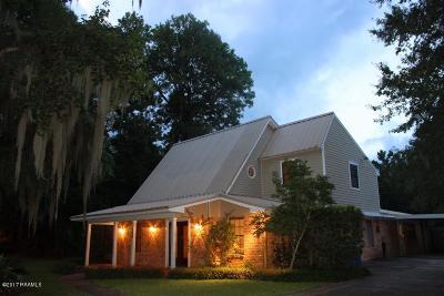 Iberia Parish Single Family Home For Sale: 109 Bayou Drive