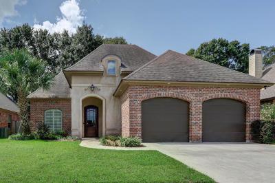 Lafayette Single Family Home For Sale: 113 Bluebonnet Drive