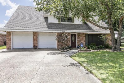 Lafayette Single Family Home For Sale: 100 Babbling Brook Drive