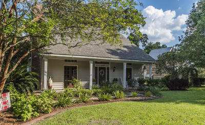 Lafayette Parish Single Family Home For Sale: 1409 E Bayou Parkway