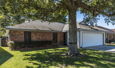 Lafayette Single Family Home For Sale: 208 Sleepy Hollow Dr