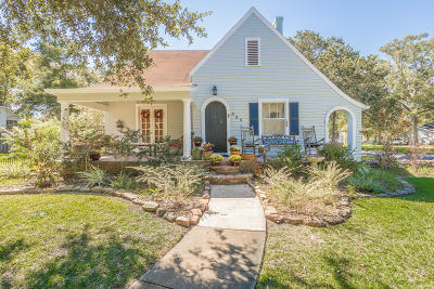 Crowley Single Family Home Active/Contingent: 525 N Avenue H