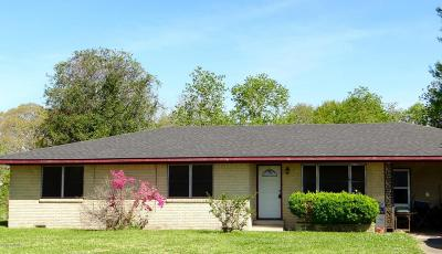 Acadia Parish, Evangeline Parish, Iberia Parish, Lafayette Parish, St Landry Parish, St Martin Parish, St Mary Parish, Vermilion Parish Single Family Home For Sale: 1502 Walker Road