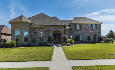 Single Family Home For Sale: 105 Quiet Oaks Drive