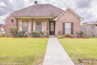 Lafayette Single Family Home For Sale: 104 Chase Drive
