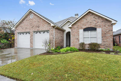 Lafayette Single Family Home For Sale: 507 Kings Cove Circle