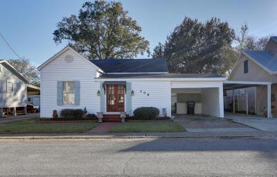 Erath Single Family Home For Sale: 208 E Putnam