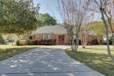 Lafayette Single Family Home For Sale: 806 Colonial Drive