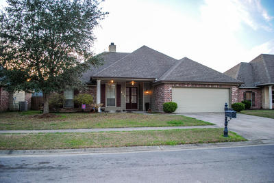 Lafayette Single Family Home For Sale: 203 N Lakepointe Drive
