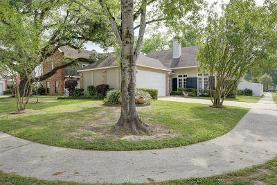 Lafayette Single Family Home For Sale: 209 Chateau Place