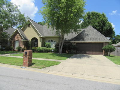Lafayette Parish Single Family Home For Sale: 207 Londonderry Square