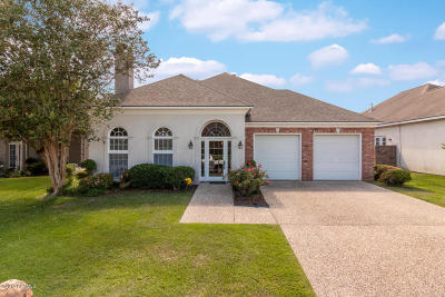 Lafayette  Single Family Home For Sale: 219 Country Club Drive
