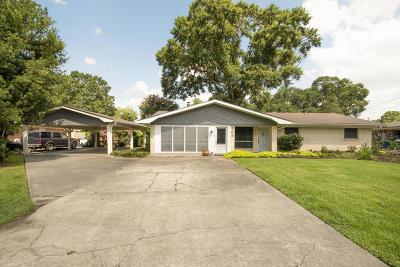 Lafayette Single Family Home For Sale: 209 Birch Drive