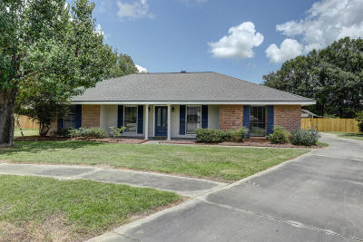 Lafayette Single Family Home Active/Contingent: 102 Bellevedere Avenue