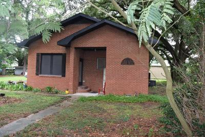 Single Family Home For Sale: 105 Harry Street