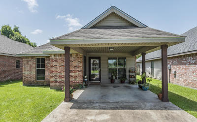 Lafayette Single Family Home For Sale: 302 Mango Drive