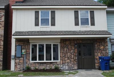 Single Family Home For Sale: 130 E Pamela Drive