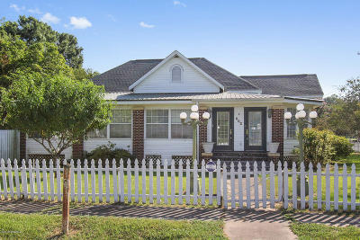 Single Family Home For Sale: 602 Walnut Street