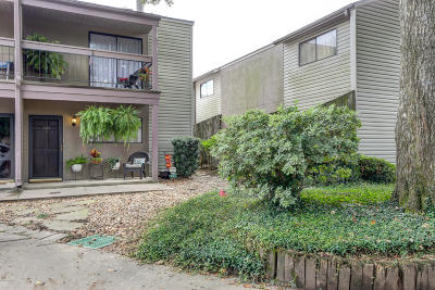 Lafayette Single Family Home For Sale: 110 W Bayou Parkway #301