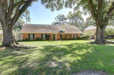 Lafayette Single Family Home For Sale: 120 Honeysuckle Lane