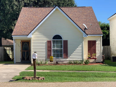Single Family Home For Sale: 106 Aaron Drive