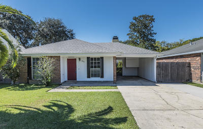 Lafayette  Single Family Home For Sale: 214 Caledonia Drive