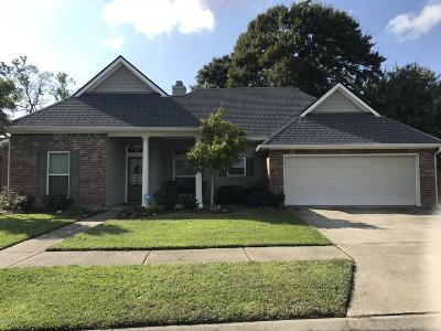 Lafayette Single Family Home For Sale: 111 N Lakepointe Drive