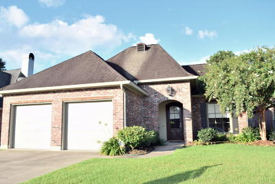 Lafayette  Single Family Home For Sale: 111 Durham Drive