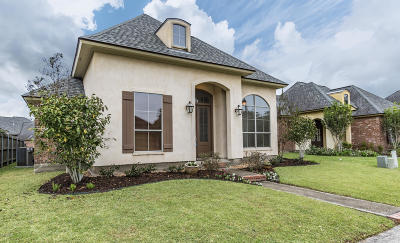 Lafayette Single Family Home For Sale: 208 St. Martinique Lane