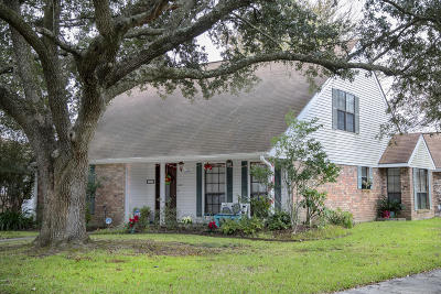Lafayette Single Family Home For Sale: 100 Presbytere Parkway