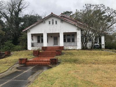Eunice Single Family Home For Sale: 201 S 3rd Street