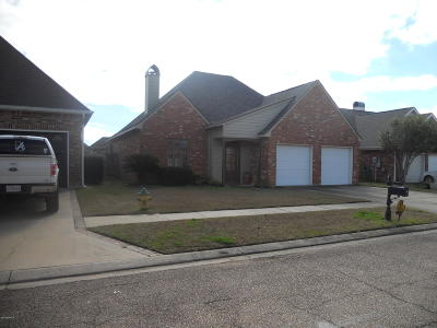 Lafayette  Single Family Home For Sale: 154 Kingspointe Circle