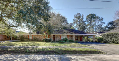 Iberia Parish Single Family Home For Sale: 207 Edgewater Drive