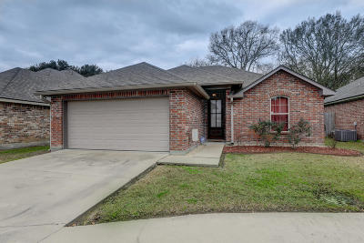 Lafayette Single Family Home For Sale: 144 Country Garden Lane