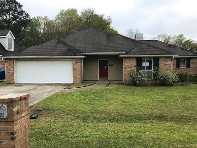 Lafayette  Single Family Home For Sale: 221 Sarah Dee Parkway