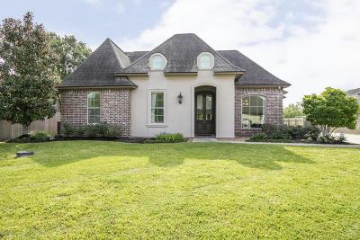 Lafayette  Single Family Home For Sale: 203 Marquette Drive