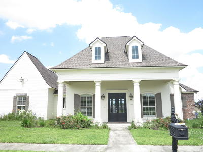 Youngsville Single Family Home For Sale: 402 Bayou Parc Dr