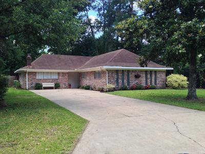 Lafayette  Single Family Home For Sale: 204 Cambridge Drive